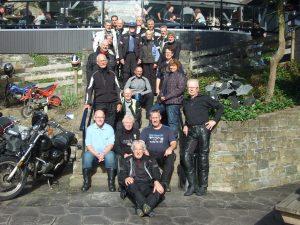 Officiële groepsfoto van de Eifel-gangers.